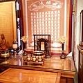 E12903二尺九彎角神桌搭配百壽祖聯銅製水晶蓮花燈.jpg