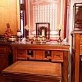 E12904二尺九彎角神桌搭配百壽祖聯銅製水晶蓮花燈.jpg