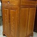 E14402.二尺寬三尺半高柚木雙門雙層單抽公媽櫃.jpg