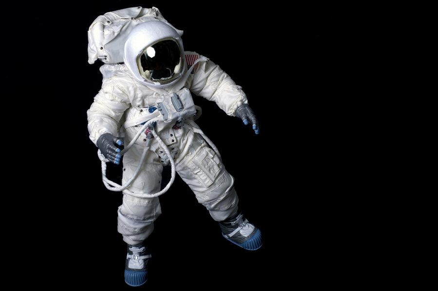 spacesuit_slide-29ca64fe2374fa4de3e4311ad1ce62145676238f-s900-c85