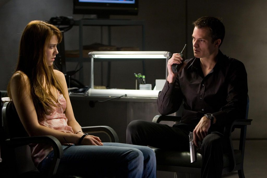 still-of-timothy-olyphant-and-mary-elizabeth-winstead-in-live-free-or-die-hard-(2007)-large-picture.jpg