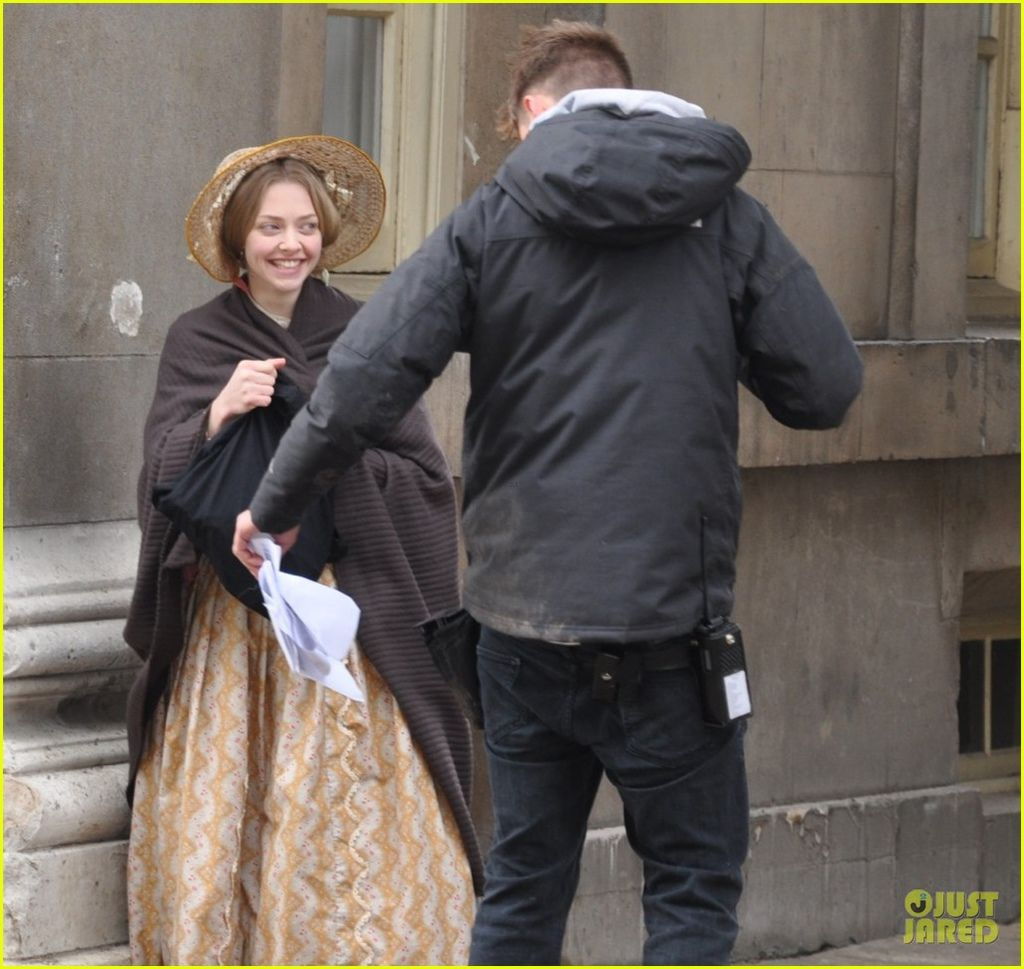 amanda-seyfried-cosette-first-look-01