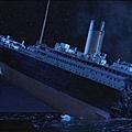 Titanic_breaks_inhalf