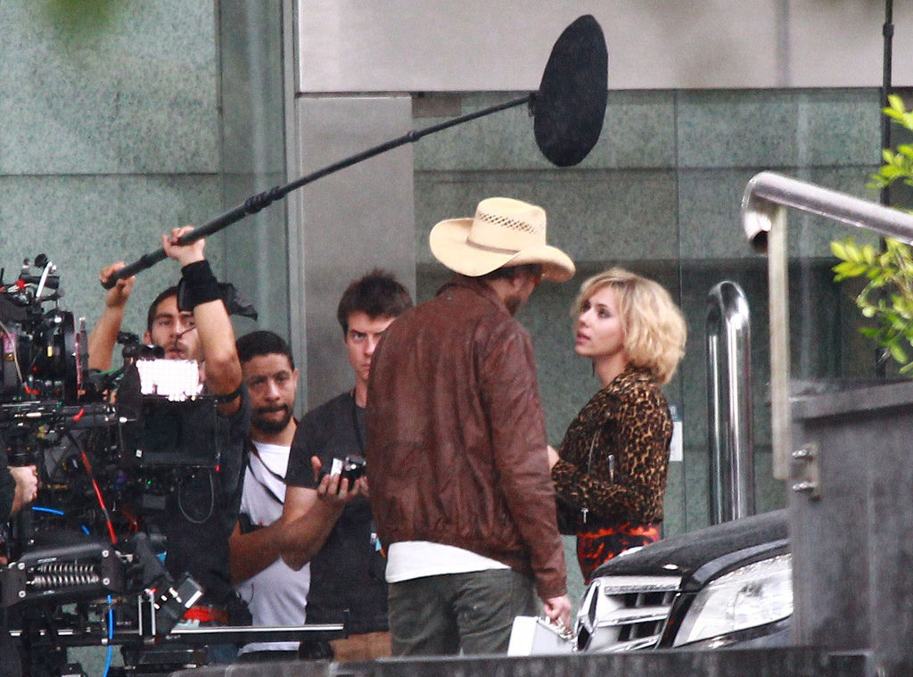 Scarlett-Johansson-on-Lucy-movie-set--02