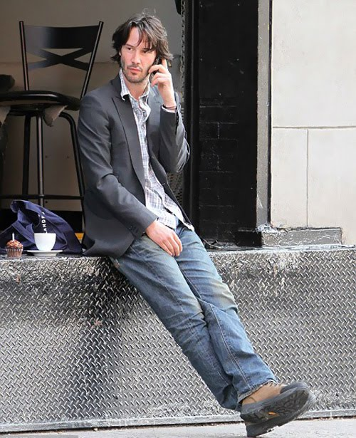 Keanu-Reeves-marks-his-46th-with-a-solitary-cupcake-outside-a