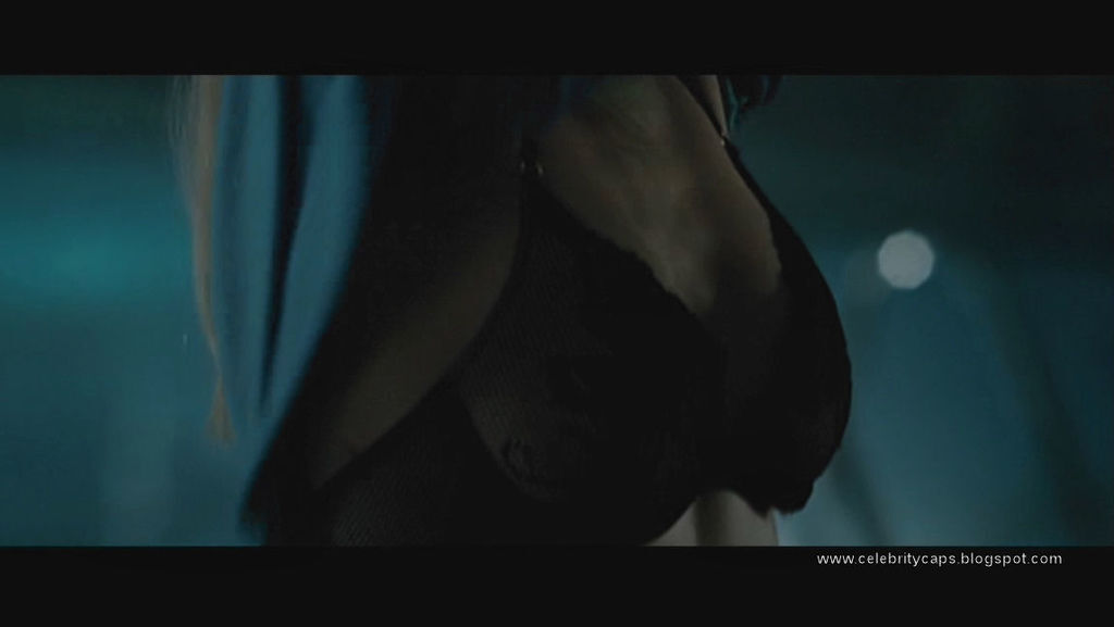 Kristen_Hager_Alien_vs_Predator_Requiem_7