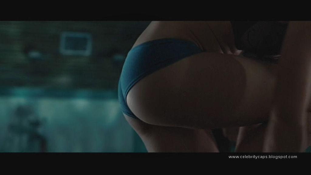 Kristen_Hager_Alien_vs_Predator_Requiem_14