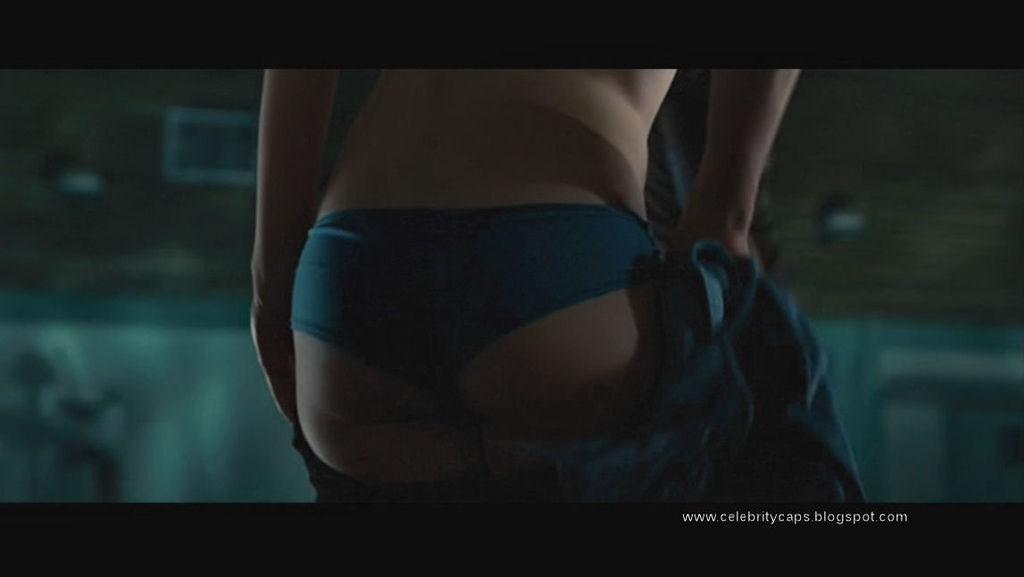 Kristen_Hager_Alien_vs_Predator_Requiem_15
