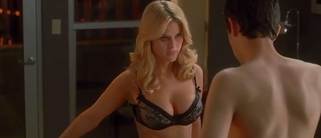 alice-eve-molly-shes-out-of-my-league-screen-004