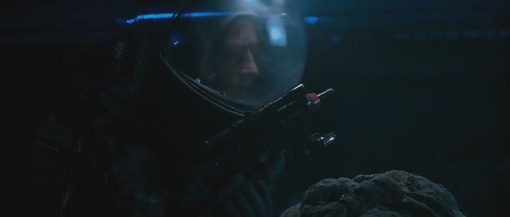 Alien_Kane_holding_Rexim-Favor(Comparison-Director's Cut,there is a take of Kane bowing to the right with a gun in his hand.).jpeg