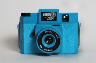 Holga_120N_Holgaglo_Blue_front_0.jpg