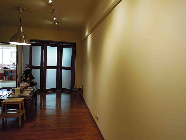 mimi space exhibition walls.jpg