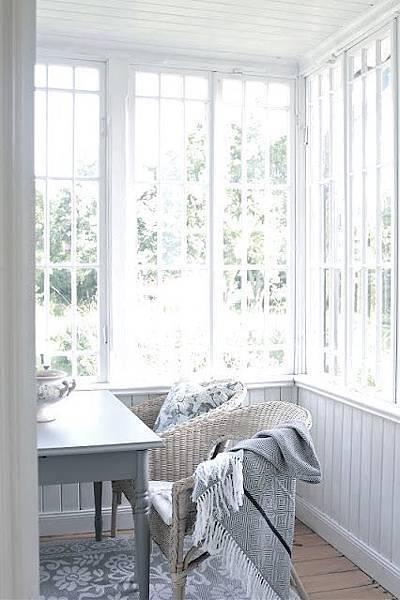 陽光強可用窗簾柔和光線又可創造隱私空間.jpg