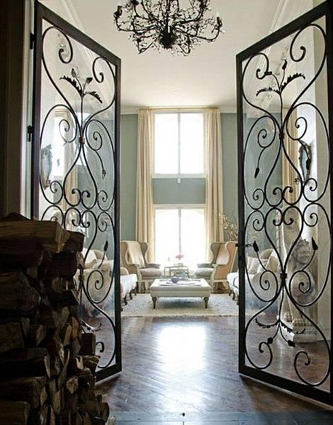 用淺色窗簾來凸顯淺來色牆面與窗簾