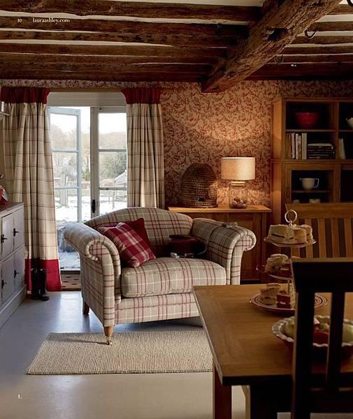 紅色窗簾使得秋冬更溫馨