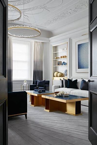 深色與白色再空間的比例配置窗簾色系與空間作呼應