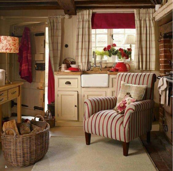 紅色與白色窗簾搭配範例