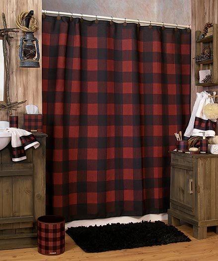 原始味道的木紋色搭配暗紅黑格紋窗簾
