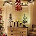 運用窗戶布置聖誕裝飾焦點