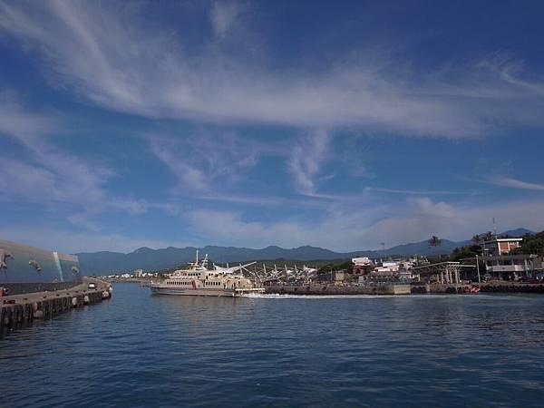 船上拍漁港.JPG