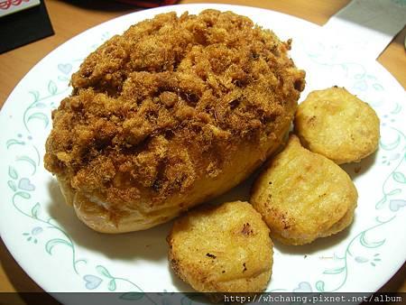 1001112肉鬆麵包+雞塊SANY0370