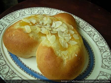 1010525小麥胚芽蜂蜜土司麵糰之愛心鳳梨蘋果果醬麵包SANY0076 (2)