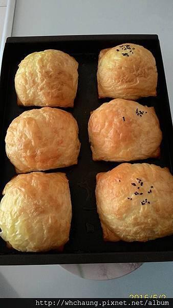105.05.02肉鬆起酥麵包