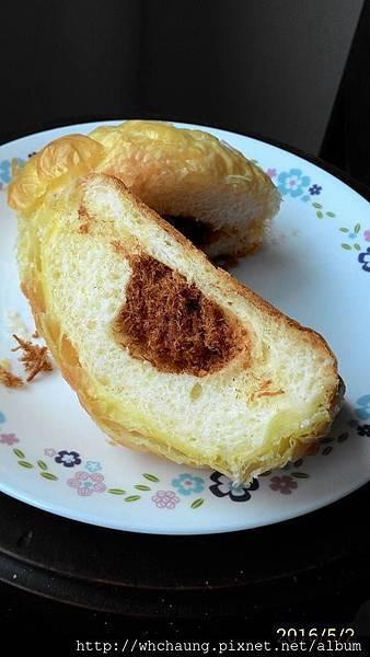 105.05.02肉鬆起酥麵包2