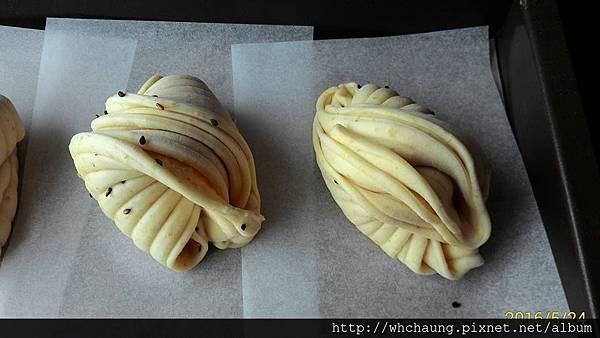 105.05.24小麥胚芽黑芝麻貝殼饅頭3