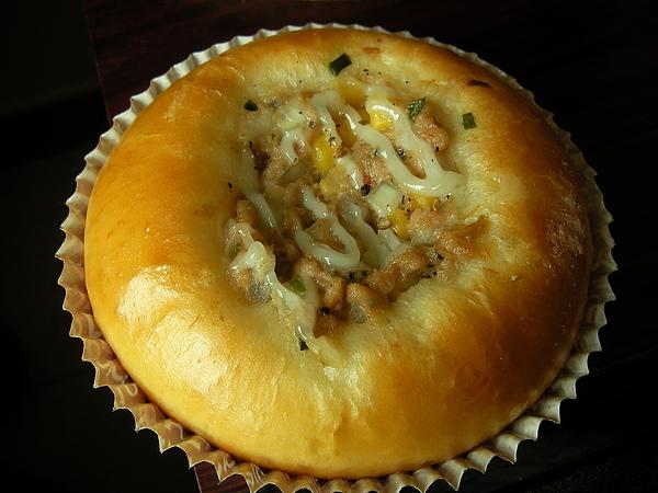 991007洋蔥玉米鮪魚麵包SANY0281 (5).JPG