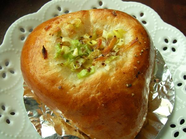 981214愛心鵝油香蔥麵包.JPG