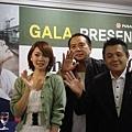 韓媒體希望《當愛來的時候》能在韓國上映,請三人在攝影機前向觀眾揮手致意