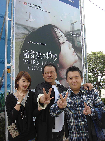 《當愛來的時候》在釜山影展主要道路上豎起了巨幅海報.jpg