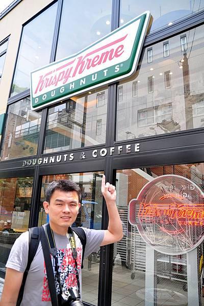 我好懷念上一次到東京,小田急南悅樓下的Krispy Kreme... 每天我都到樓下買杯咖啡,順便騙一個免費的甜甜圈來吃....XD