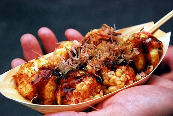 一樣是日本味的酸甜醬汁,搭配會跳舞的柴魚片...