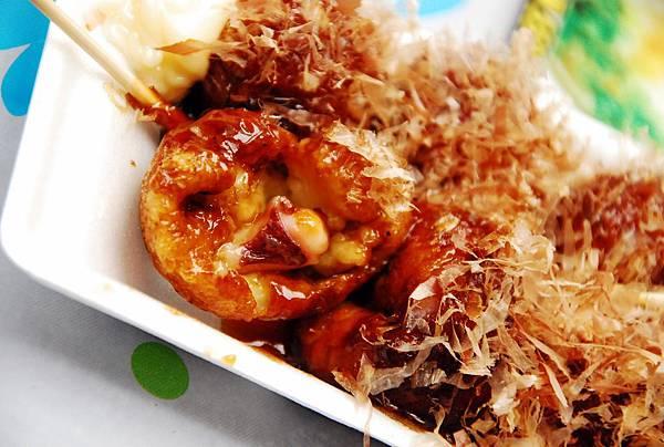 章魚也是不小塊... 只是.... 章魚燒這種東西,就是要剛起鍋,熱熱的吃最好吃啊~~~~~~