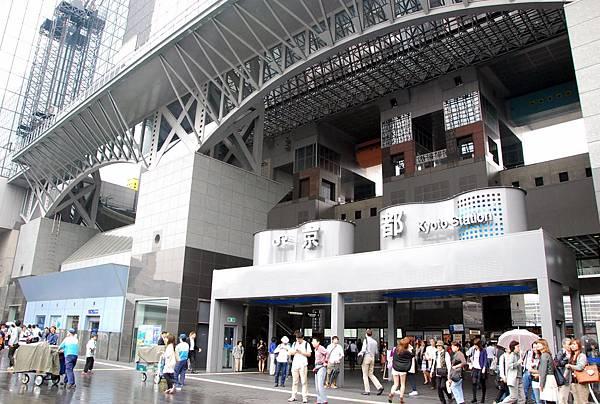 雖然有點迷路,但我們還是到了!! 然後很可惜沒有太多時間可以逛一下美麗的京都車站...