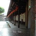 龍山寺-往院落裡延伸的廊道