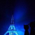 Feb. 20|巴黎鐵塔。大黑與小紅的景點照。