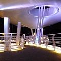 高雄。輕旅行|翠華橋。燈光變幻