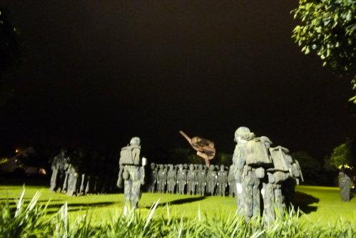 夜訪朱銘美術館。夜行軍