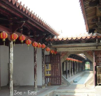 龍山寺-廊柱斑駁,歲月痕跡