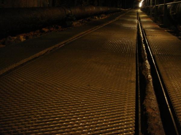 礦坑體驗-鏽蝕的軌道