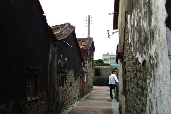 房裡後巷。都是土埆厝