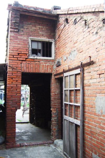 房裡老街。磚屋