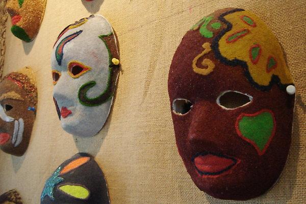 珍珠社區。稻草粉面具