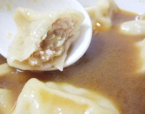 異國風味。餃子裡的咖哩湯汁