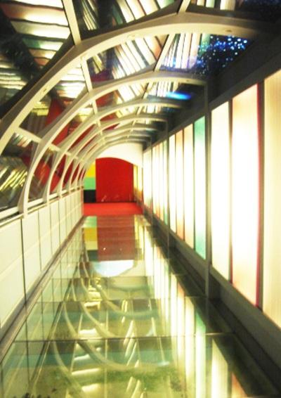 Apr. 25 玻璃走廊。(台灣玻璃館)