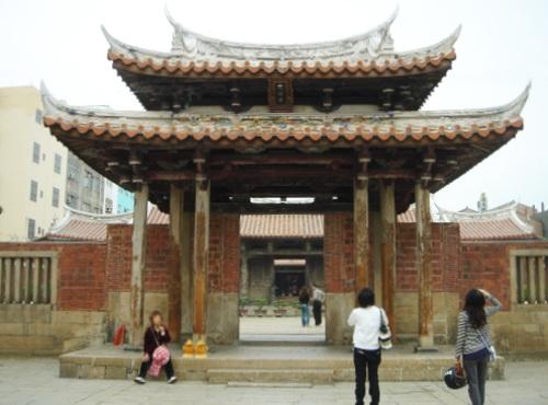 Apr. 25 喜歡龍山寺的清淨閒適。(鹿港小鎮)