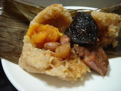 《就愛南部粽》整朵香菇、整顆蛋黃、整顆小干貝、整顆 土豆、整塊肉